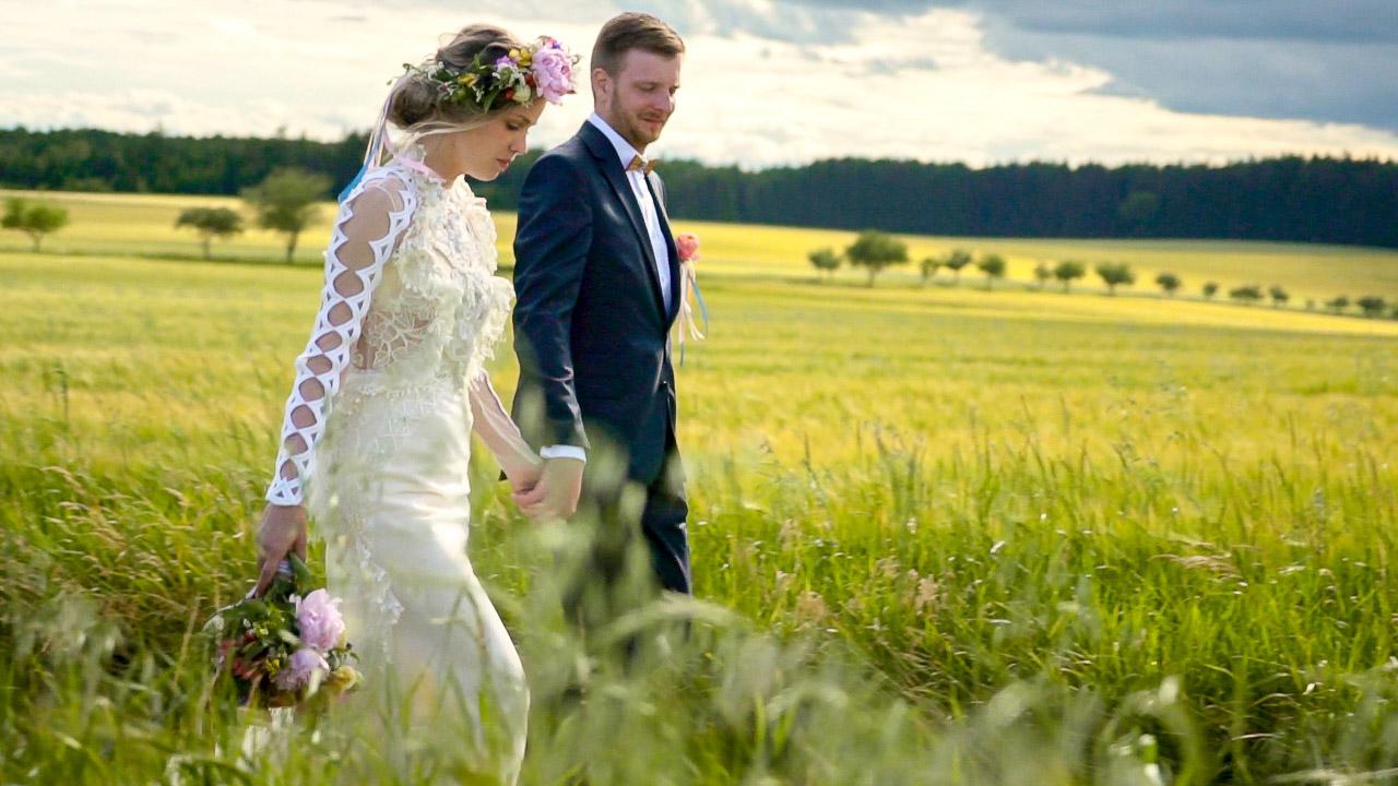 Pohádková boho svatba v přírodě na Bořetínském statku