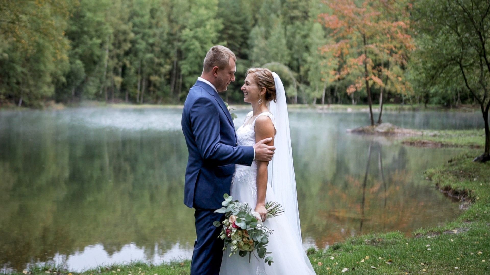 Veselá podzimní svatba na Vysočině v Žirovnici a Kamenici nad Lipou