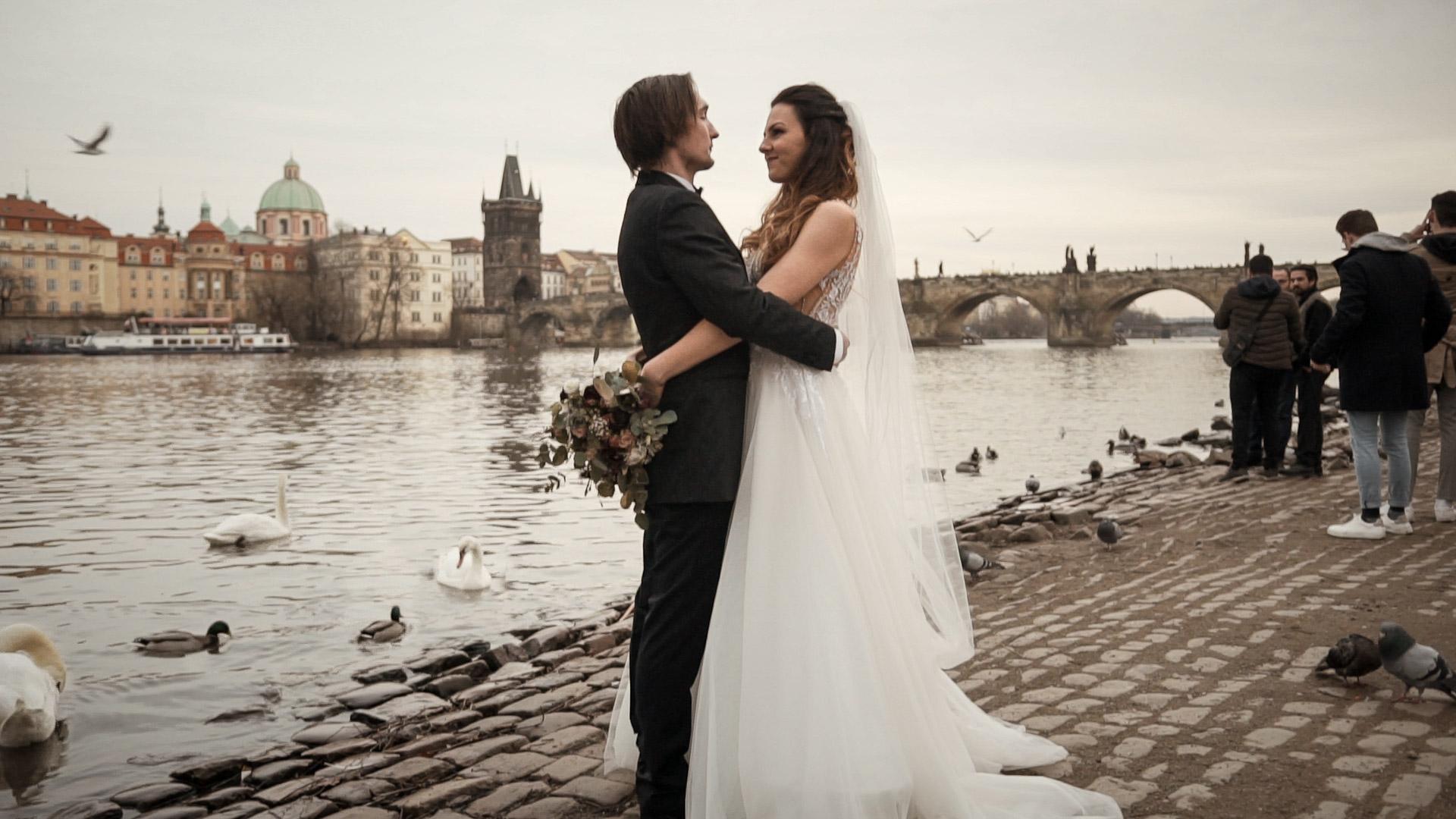 Nejkrásnější svatba v Praze. Romantická svatba v Pražské křižovatce