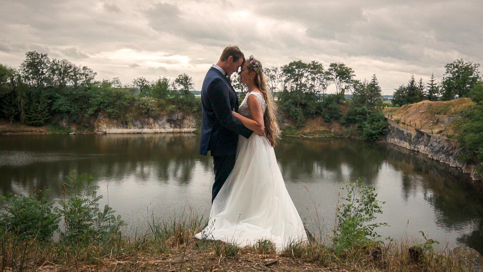 Veselá rustikální svatba na Statku U nás v Okřesanči u Čáslavi